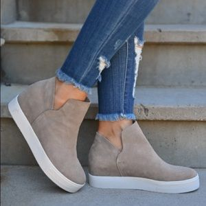 NWT! Steve Madden Wrangle Suede Sneakers